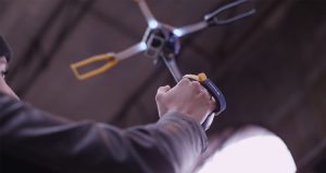 fotokite_indoors_flight_with_user_hand