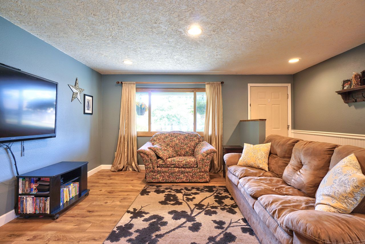 Dianne and Jeff Yake's listing at 1730 SE Flanders Ln, Hillsboro, OR