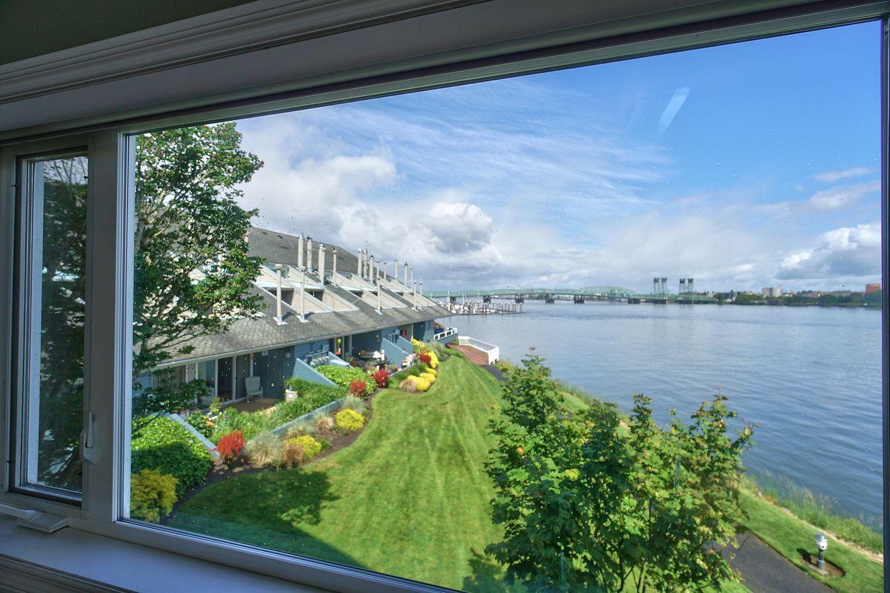 Jan Ferguson-Bresee's  listing at 138 N Hayden Bay Dr, Portland, OR